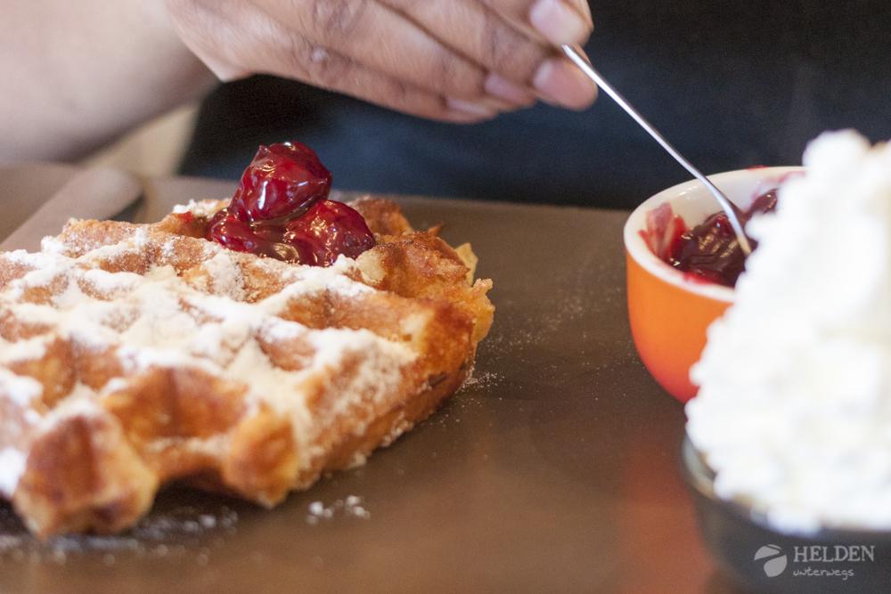 Croissanterie Pompadour - Waffeln mit warmen Kirschen