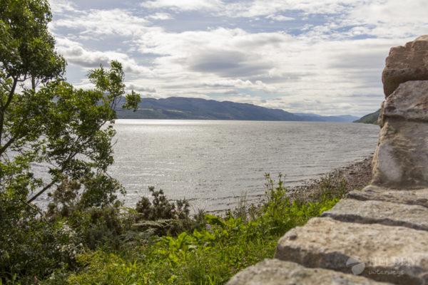 Blick auf Loch Ness vom Ufer