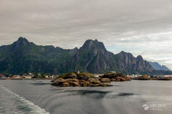 Blick von den Hurtigruten auf die Lofoten